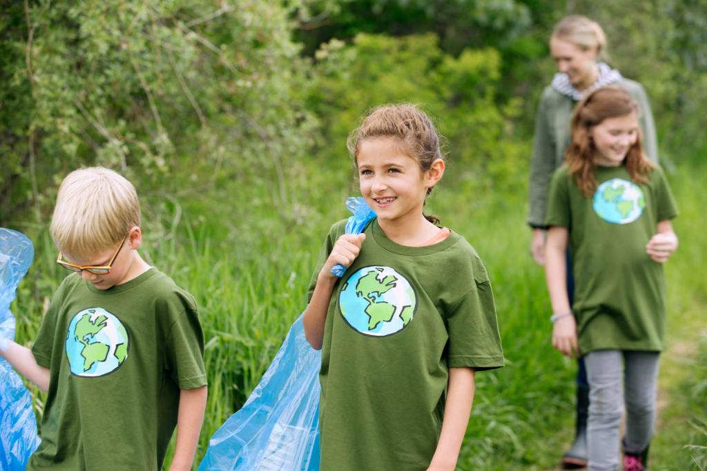 What are some of the activities that children on Earth Day should do?